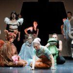 Das Bild zeigt eine Szene aus der Folkwang Oper L'Enfant et les sortilèges.