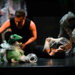 Eine Frosch-Klappmaulfigur auf der Opernbühne, Figurenbau_ Yvonne Dicketmüller