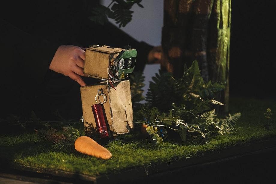 """Das Bild zeigt eine Szne aus """"Strom - Eine Robotergeschichte"""""""